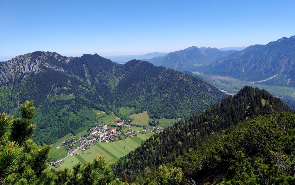 Blick auf Kloster Ettal Ziegelspitze2