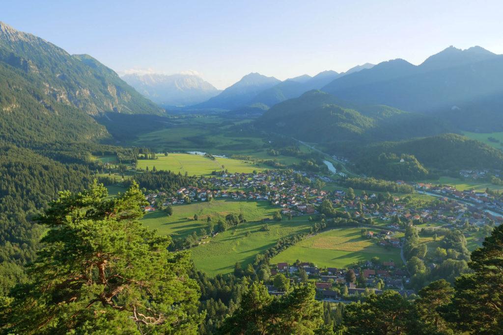 Heldenkreuz Eschenlohe Blick Wettersteingebirge