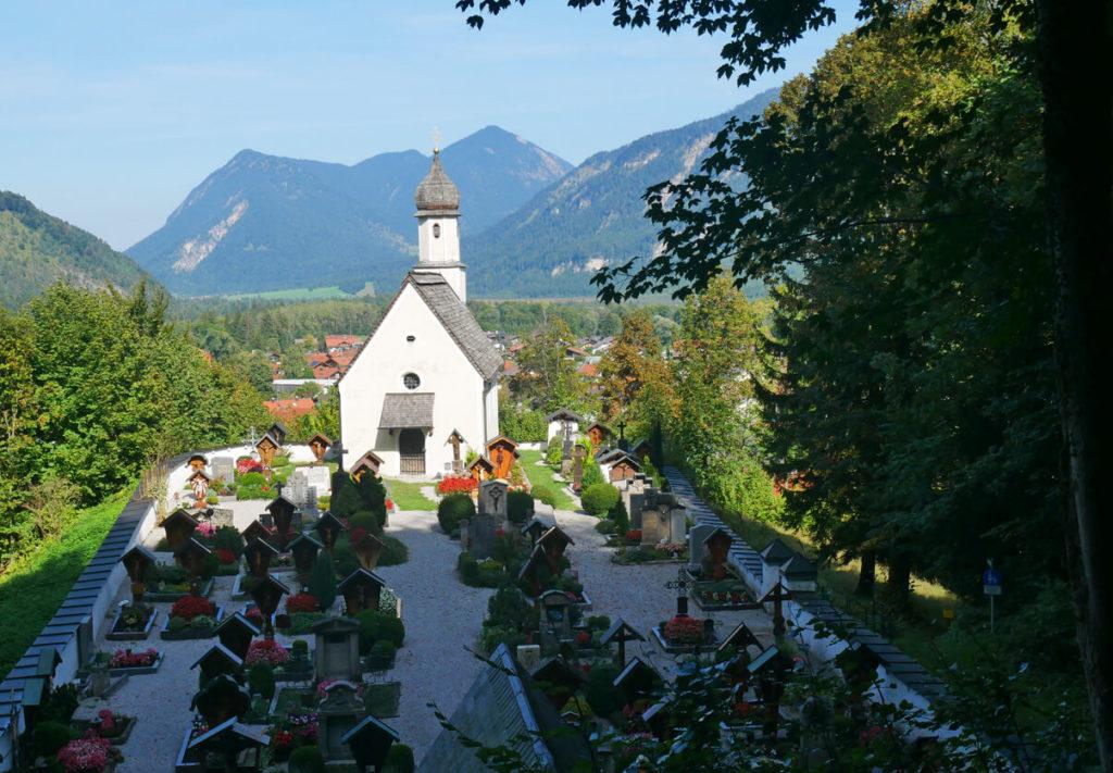 Kirchbichlrundweg Oberau Bergfriedhof