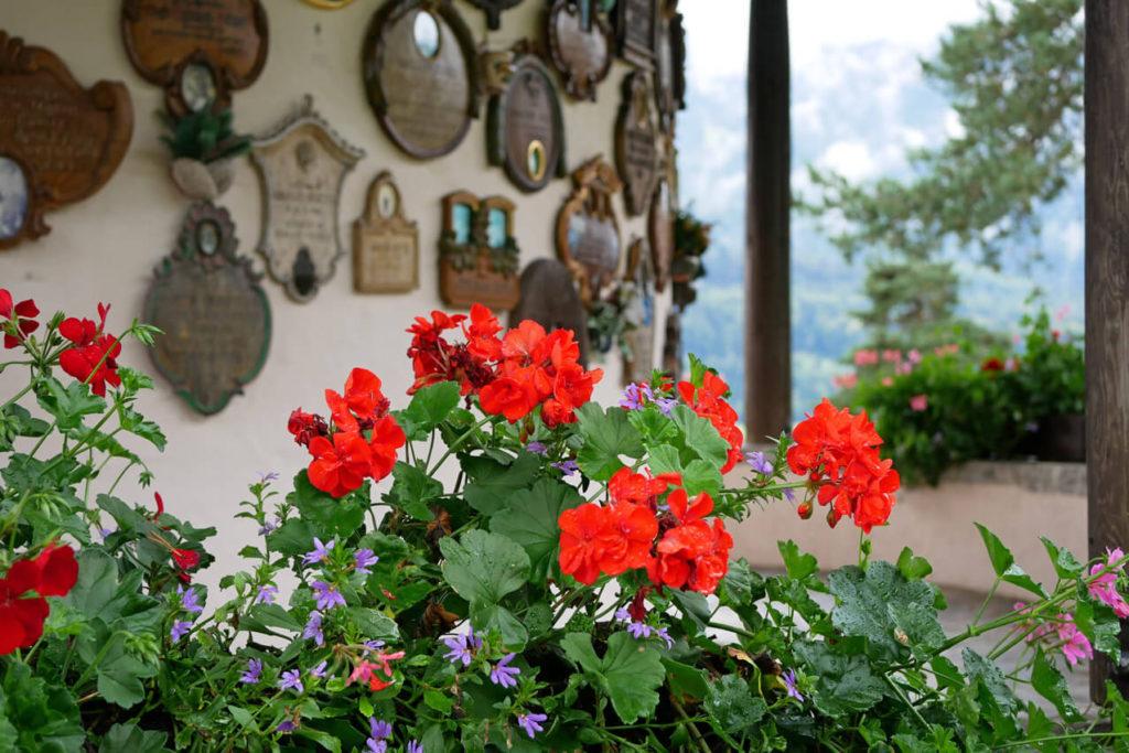 Kriegergedächtniskapelle Garmisch Blumen